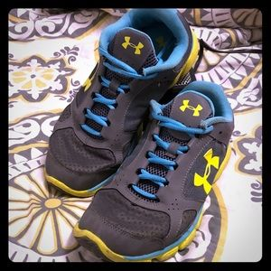Under Armour Athletic Tennis Shoes (WOMENS size 9)